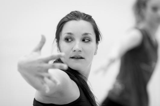 Avatâra Ayuso, choreographing 2 © Ian Whalen
