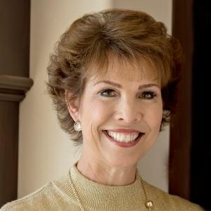 Dr Paula Headshot