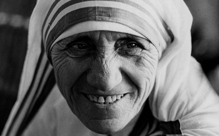 20151218T0932-364-CNS-MOTHER-TERESA-SAINTHOOD-CAUSES_crop